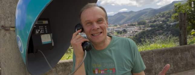 Marten ist in Brasilien gestrandet und kennt niemanden. Alle Menschen in seinem Leben kann er höchstens anrufen.