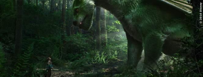 Elliot, der Drache sieht gut aus und kann sich im Wald gut tarnen.
