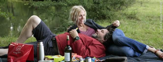 Michel und Rachelle genießen ihr gemeinsames Picknick