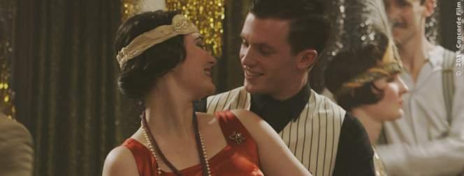 Gwen (Maria Ehrich) und Gideon (Jannis Niewöhner) tanzen verliebt in Smaragdgrün. Wie lange wird die Welt heil bleiben?
