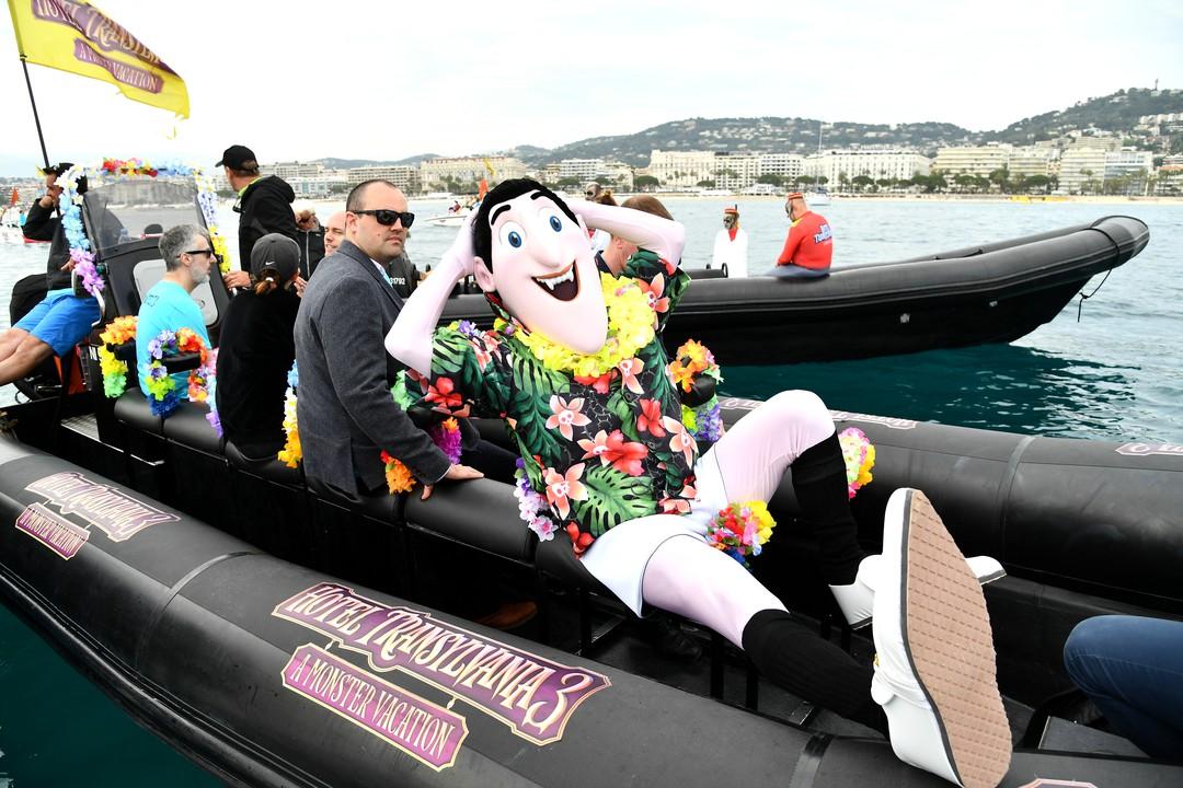 Hotel Transsilvanien 3: Monster Boot Parade mit allen Stars in Cannes - Bild 1 von 18