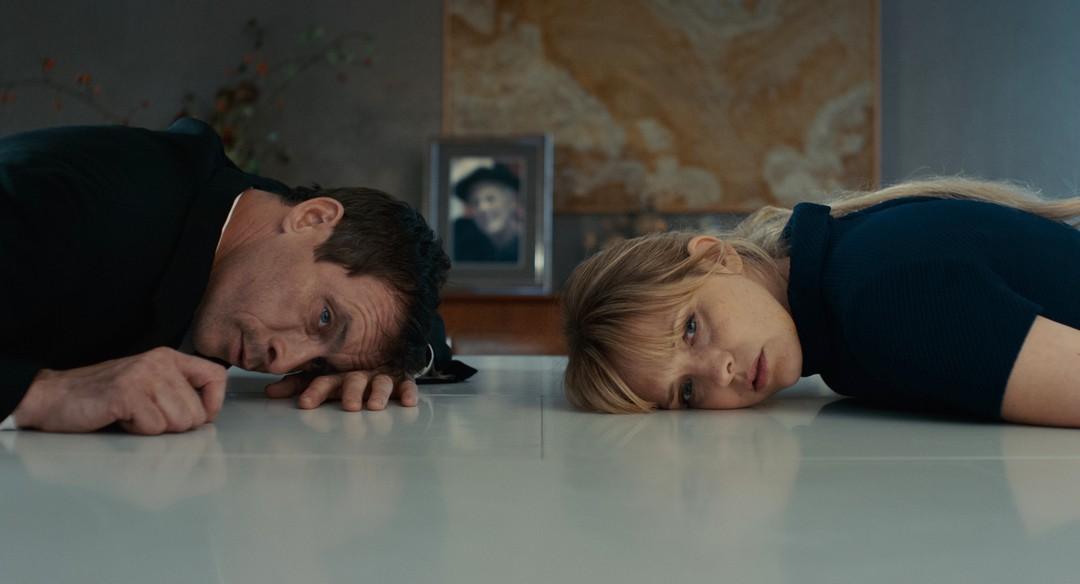 Zwei Im Falschen Film Trailer - Bild 1 von 4