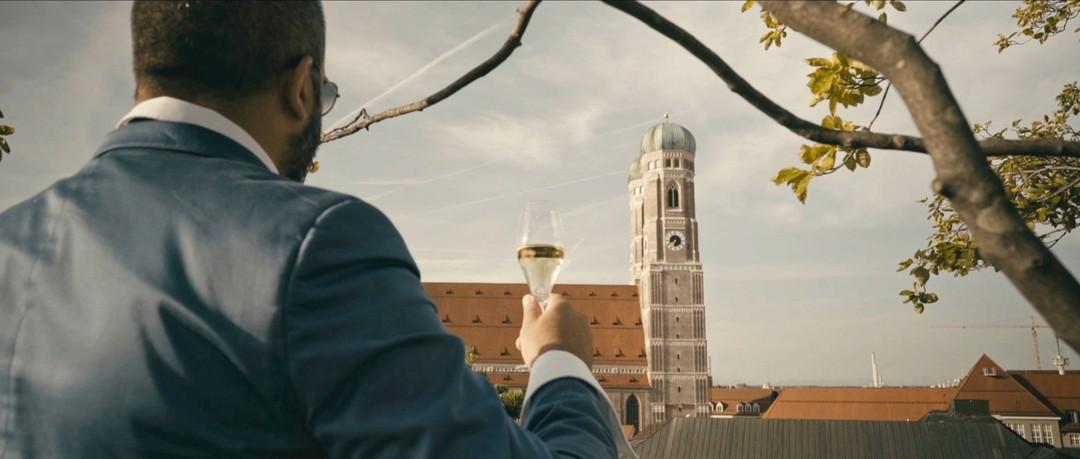Schmucklos Trailer - Bild 1 von 10